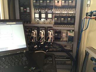 機械の補修・メンテナンスのプロ 突発的に起こる機械装置の故障や補修に素早く対応します。メカはもちろん、計測・制御技術もあって、様々な機械装置のメンテナンスに対応します。
