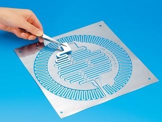 面状発熱体 薄板の加工技術を活かした各種面状発熱体も高シェア商品です。様々な形状に対応する生産体制があるので、特注品や少量生産にも対応します。
