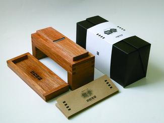 Shin、鰹音 老舗大工道具メーカーとドイツの雑貨店との共同開発でのプロダクトデザイン、ブランディングデザイン。日本の伝統としつらいを職人の技とデザインの結晶として百年物語にも採用されました。