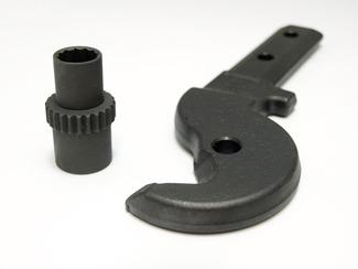 黒染めの可能性 テーエムは黒染め・パーカライジングのメーカーである。が、テーエムは他のメーカーとは違って、黒染めの可能性を追求しているメーカーである。黒染めとは、鉄や鋼製品の表面を黒く染めるように処理する防錆加工の一つであるが、ほとんどのメーカーは鉄と鋼製品に限って処理するのが一般的です。テーエムは、その黒染めが他の材料にもできないかと、様々な材料に挑戦しているメーカーです。