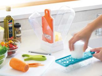 【Mommy スリムスタンド】 平切り・千切り・おろし・ピーラーがスリムにワンセットされた調理器