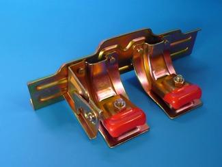 スノーストップAT式(小)(中)(W)、横葺、平葺、AT式 平葺・横葺またはAT式屋根簡嵌合部に設置し、落雪事故を防ぐための金具です。