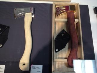 工具や道具に欠かせない木工品 三条のものづくりを支える木工品。それは工具や農具の柄や取っ手として、人のチカラを道具や工具に直接つなぐ重要な役割を担っています。そういう意味で、三条には欠かせない木工品をつくり続けて40余年。マサコー山口木工は三条木工品の老舗です。