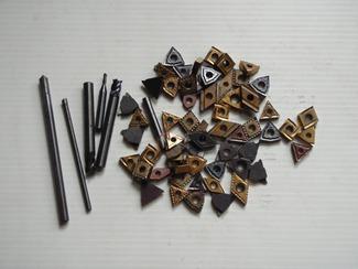 材料にも適正がある 北興商事は、レアメタルはもちろん汎用材料に至るまで、金属材料のことを知っています。材料には、組成や性状、物性など様々な要素がありますが、比重なども用途によっては役立つことがあります。それらを勘案し、顧客のニーズに的確に対応する。これが北興商事の役割です。
