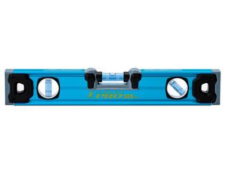 ブルーレベル PRO 380㎜ クリアブルーの溶液と極太ラインで視認性の良い気泡管を採用しました。全気泡管±1.0㎜/mと高精度を実現しました。光の反射で表情を変える、シャイニングブルーの美しいカラーアルマイト仕上げです。