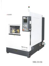 NC同時6軸制御研磨機・NBG-03-S6型 世界初のNC同時6軸制御による3次元曲面ベルト研磨機です。