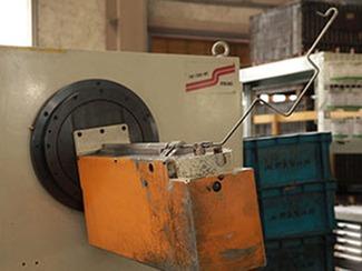 [ワイヤー加工] 線径3.0mm~13.0mmに対応しており、自動車部品のほか、様々な部品の生産を行っております。